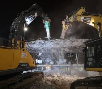 Wrocław. Na placu Społecznym robota wre też w nocy. Zobacz zdjęcia