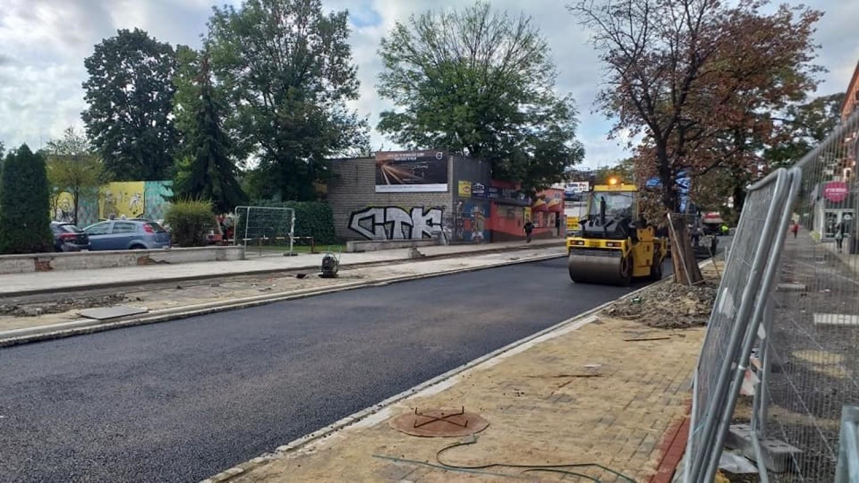 Asfaltowanie pierwszego odcinka ulicy Oleskiej