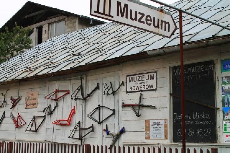 Muzeum Nietypowych Rowerów w Gołębiu (Puławy) - Muzeum istnieje od 2006 roku i jest jedynym takim miejscem w Europie