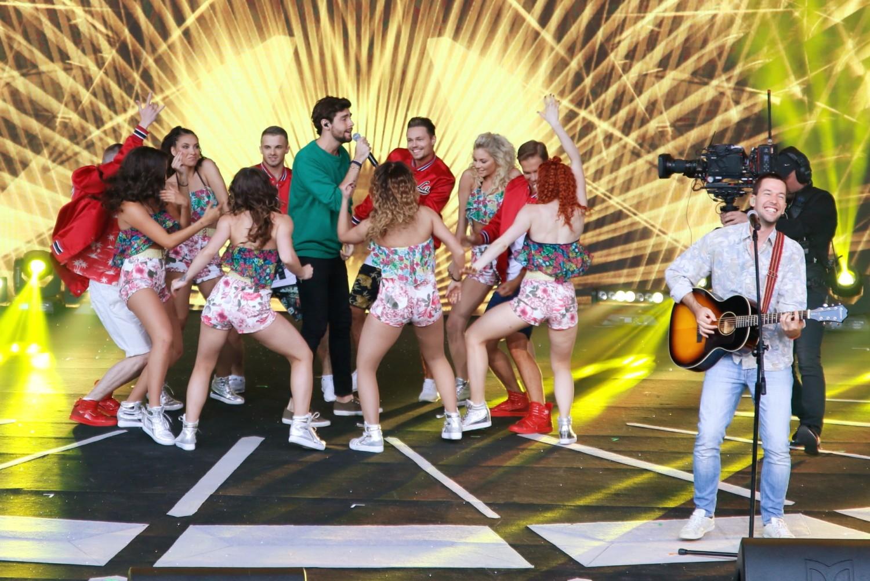 """Alvaro Soler, muzyk pochodzący z Hiszpanii, był gwiazdą piątkowej imprezy w opolskim amfiteatrze """"Przebojowe Opole – Jedziemy na Wakacje"""" zorganizowanej przez miasto oraz telewizję Polsat"""