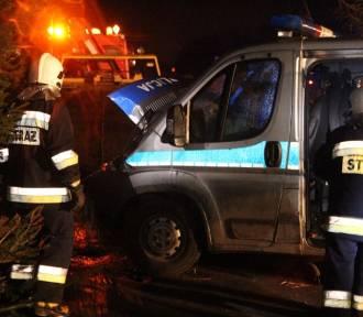 Wypadek w Wiślince. Zderzenie radiowozu i samochodu dostawczego. Policjantki w ciężkim stanie