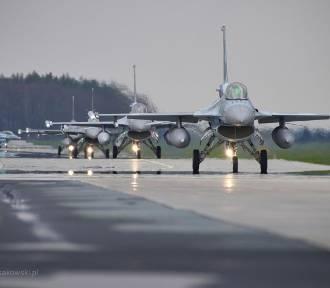 Amerykańskie i polskie myśliwce na niebie. Trwają ćwiczenia  w 32 BLT ZDJĘCIA