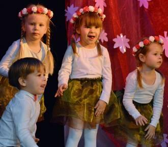 """Człuchów. Koncert jesienny przedszkola """"Piano"""" w wykonaniu najmłodszych 3-4 latków. Część1"""
