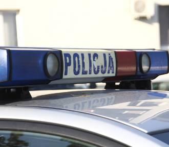 Golasowice: Kierujący renault wpadł w poślizg i wylądował w stawie