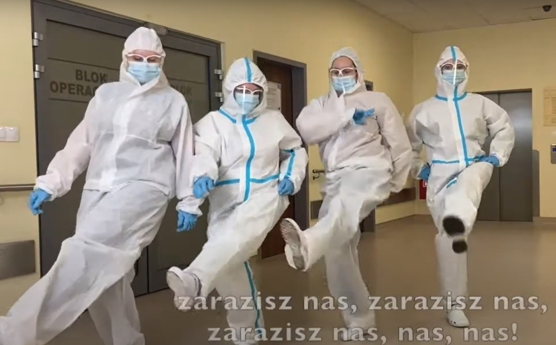"""Pielęgniarki tańczą i śpiewają """"Nie kłam nas"""""""