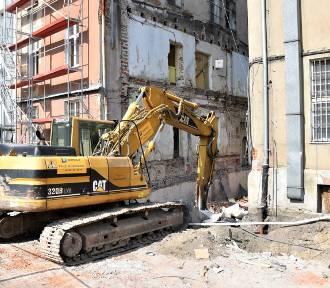Zburzono część dawnych zabudowań PKO w Opolu. Co tam powstanie?