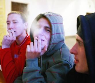 """Z papierosami do szkoły, czyli """"rozpalone"""" łódzkie nastolatki"""