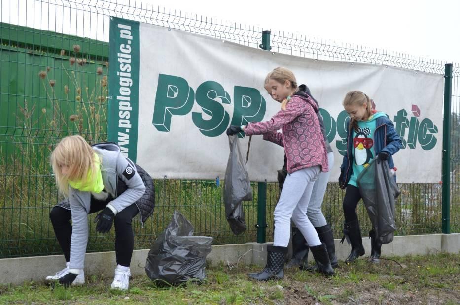 Dzieci z SP nr 8 brały udział w akcji sprzątania świata.