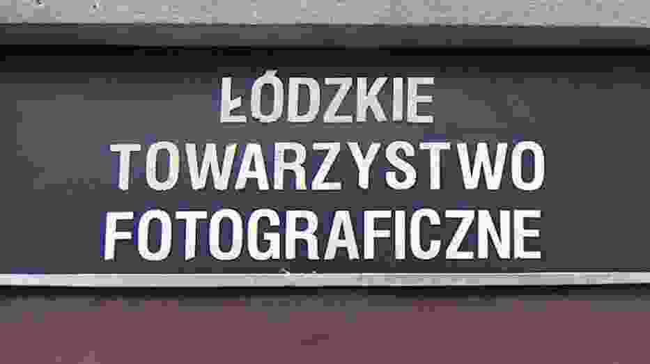 Szyld Łódzkiego Towarzystwa Fotograficznego