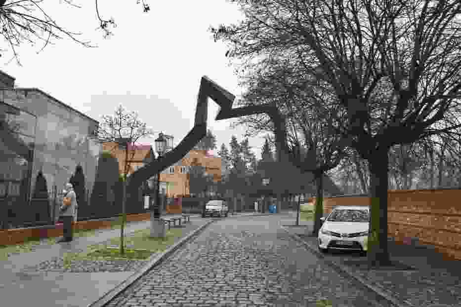 Instalacja artystyczna na Ostrowie Tumskim ma symbolizować przybliżony kształt i skalę murów obronnych w grodzie Mieszka I