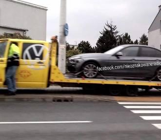 Częstochowa: Nieoznakowane BMW zderzyło się z peugeotem, winny policjant. Zobacz ZDJĘCIA [wypadek