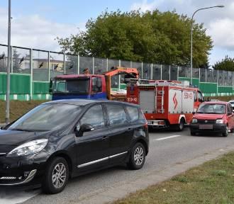 Zderzenie trzech samochodów osobowych przy Rondzie Solidarności w Wejherowie [ZDJĘCIA]