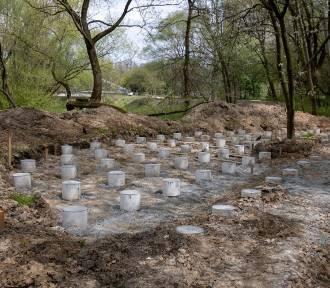 Betonują park rzeczny Wilga? Aktywiści podnoszą alarm