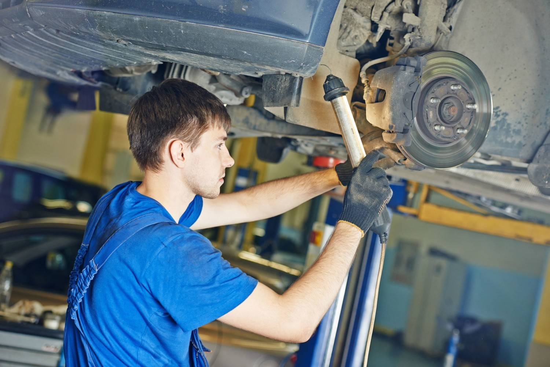 blacharze i lakiernicy samochodowi,mechanicy pojazdów samochodowych