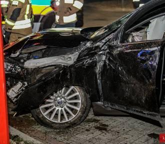 Wypadek w Truskolasach: Pijany kierowca o mało nie staranował stacji paliw