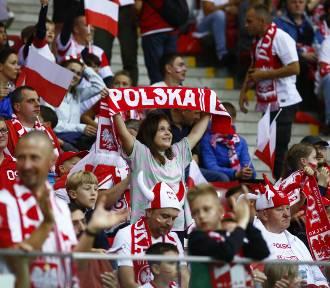 Polska - Anglia. Komplet widzów na Stadionie Narodowym. Ogromne emocje na trybunach