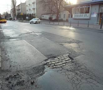 Będzie pozew zbiorowy za dziurawe drogi w Łodzi? Urzędnicy: łatamy dziury