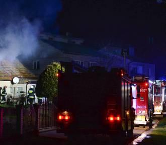 Pożar domu. Wyjechały 4 zastępy strażaków [ZDJĘCIA]