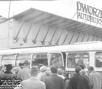 Nowy dworzec autobusowy ma rok, a kto pamięta ten? [ZDJĘCIA]