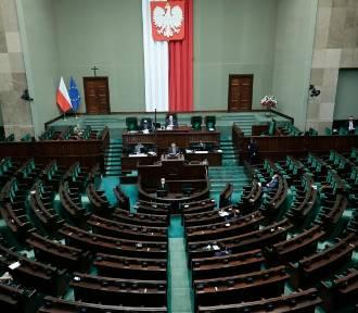 Ustawy antykorupcyjna i o rekompensacie za stan wyjątkowego wróciły do komisji
