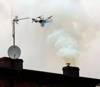 Straż miejska sprawdza kopciuchy z użyciem drona