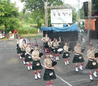 WSPOMNIEŃ CZAR: Występ orkiestry dudziarsko-bębniarskiej Pipes And Drums podczas Dni Koźmina