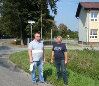 Niebezpieczna droga do szkoły dla uczniów w Bobrku k. Chełmka