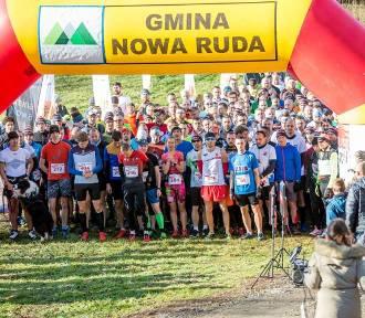 Cała Polska biega w Górach Sowich  8. Górski Bieg Niepodległości w Świerkach