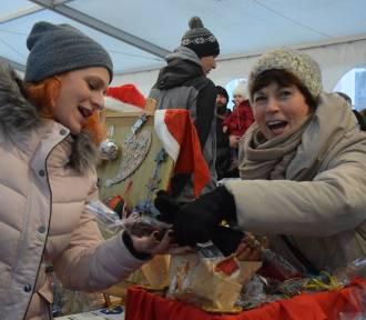 Jarmark świąteczny w Pucku (2018). Stary Rynek zamienił się na dwa dni w krainę Świętego Mikołaja