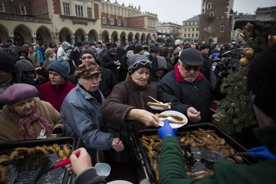 Tegoroczna Wigilia dla Osób Bezdomnych i Potrzebujących Jana Kościuszki tradycyjnie rozpocznie się na Rynku Głównym w Krakowie, ale tym razem z powodu pandemii i obostrzeń sanitarnych nie odbędzie się w tym miejscu