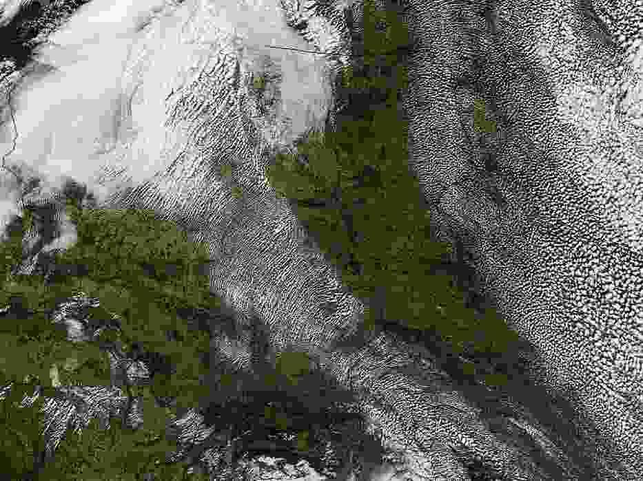 Aktualne zdjęcie satelitarne Polski pokazuje chmury przemieszczające się z północnego-zachodu na południowy-wschód