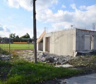 Modernizacja Stadionu Mejskiego w Busku-Zdroju stoi w miejscu. Kiedy wznowienie prac?