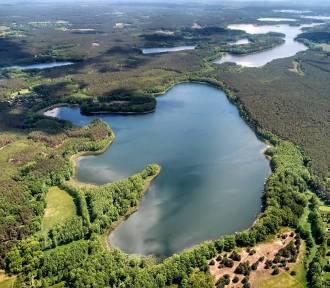 To nasze piękne jezioro leży o krok od granicy z Wielkopolską. Zobacz!