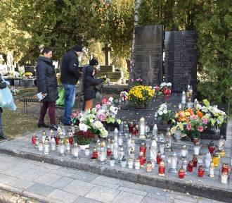 1 listopada cmentarze będą otwarte. Minister Niedzielski złożył ważną deklarację