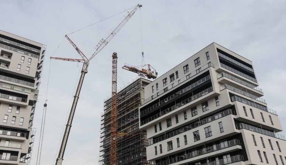 Za nowe mieszkanie od dewelopera płaci się dziś w zależności od miasta nawet o 23 proc