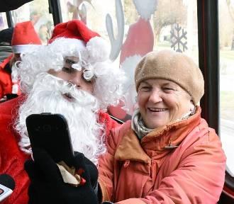 Nowy Sącz. Mikołaj i Śnieżynka zawitali do autobusów MPK [ZDJĘCIA]