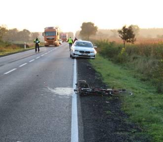 Wypadek w miejscowości Czerniak. Auto potrąciło pieszego prowadzącego rower