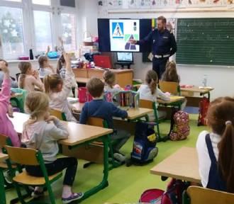 """Pruszcz Gd.: W Szkole Podstawowej nr 4 akcja """"Mój przyjaciel rower"""". Policjanci rozmawiali z dziećmi"""