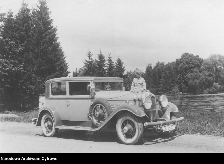 Samochód Auburn, 1930 rokAuburn to marka samochodów osobowych produkowanych w Stanach Zjednoczonych w latach 1900–1937 przez przedsiębiorstwo Auburn Automobile Company