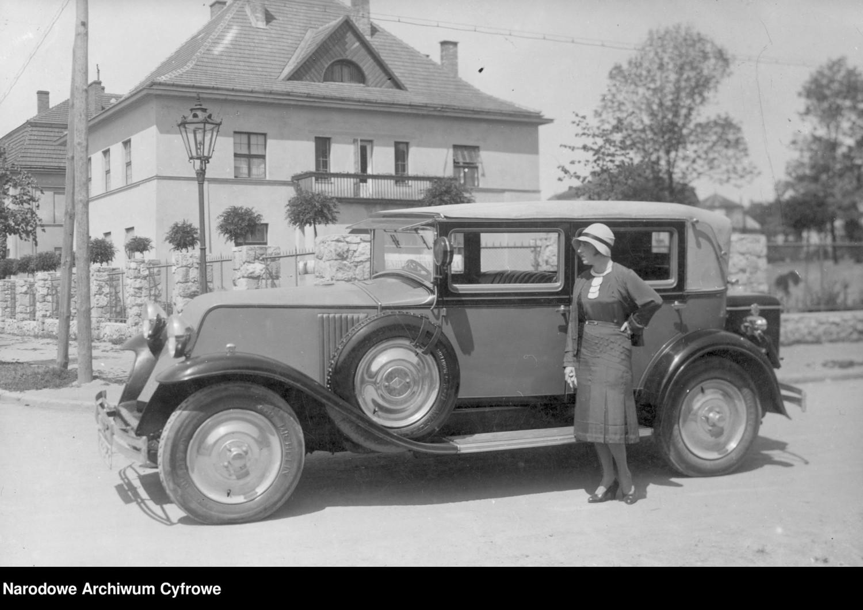 Renault Vivastella, 1930 rokRenault Vivastella to limuzyna wprowadzona na rynek przez Renault w październiku 1928 roku i produkowana w latach 1929-1939
