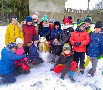 Ferie w Rawie Mazowieckiej. Dzieci korzystały ze śniegu i zajęć stacjonarnych ZDJĘCIA