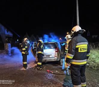 Samochód osobowy stanął cały w ogniu!