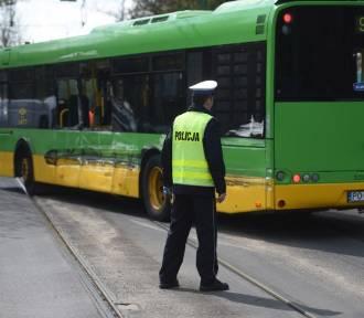Autobus zderzył się z tramwajem. Są ranni [ZDJĘCIA]