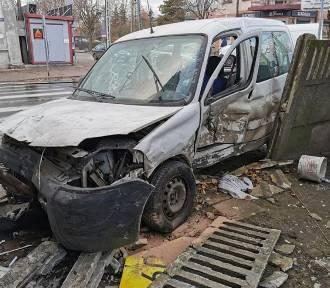 Wypadek na skrzyżowaniu w Zelowie, 28.11.2020. Ranni zabrani do szpitala