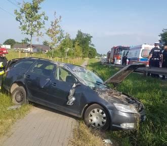 Wypadek na DK94. Dachował samochód. Dwie osoby ranne [FOTO]