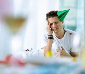 10 skutecznych sposobów na kaca, które pomogą przetrwać syndrom dnia następnego