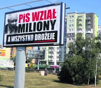Antyrządowe billboardy na ulicach Szczecina