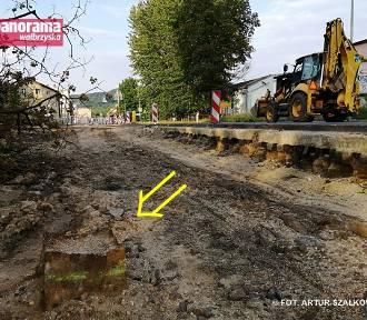 Wałbrzych: Pozostałości infrastruktury tramwajowej na placu budowy obwodnicy (ZDJĘCIA)