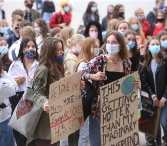 Młodzieżowy Strajk Klimatyczny w Katowicach: Nasza przyszłość jest zagrożona!