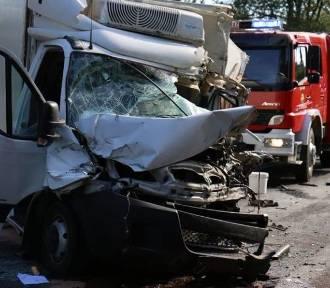 Tragedia na DK 12 w Garbowie. Zginął kierowca autobusu, 16 osób w szpitalu